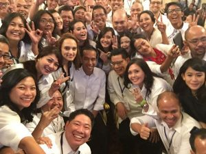 President Joko Widodo's first selfie at the palace, taken with campaign volunteers (Credit: Wall Street Journal).