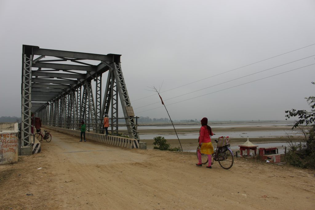 Women crossing the Rapti River bridge near Nepal's open border with India's state of Uttar Pradesh (Credit: Sara Shneiderman).